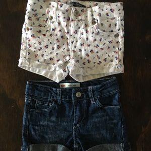 NWOT 2 pairs Girls Levi's shorty shorts. Size 4T